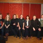 Fr. Bürgermeister mit dem Veranstalter und den Künstlern strahlen für das Christkind