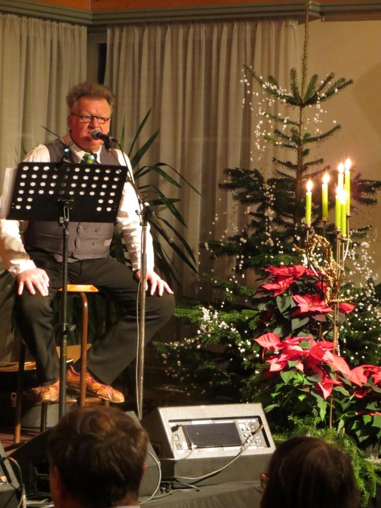 """Wilfried begeistert das Publikum mit Stimme bei Gesang und Text ..und  dem Lied """"lauf Hase lauf"""""""