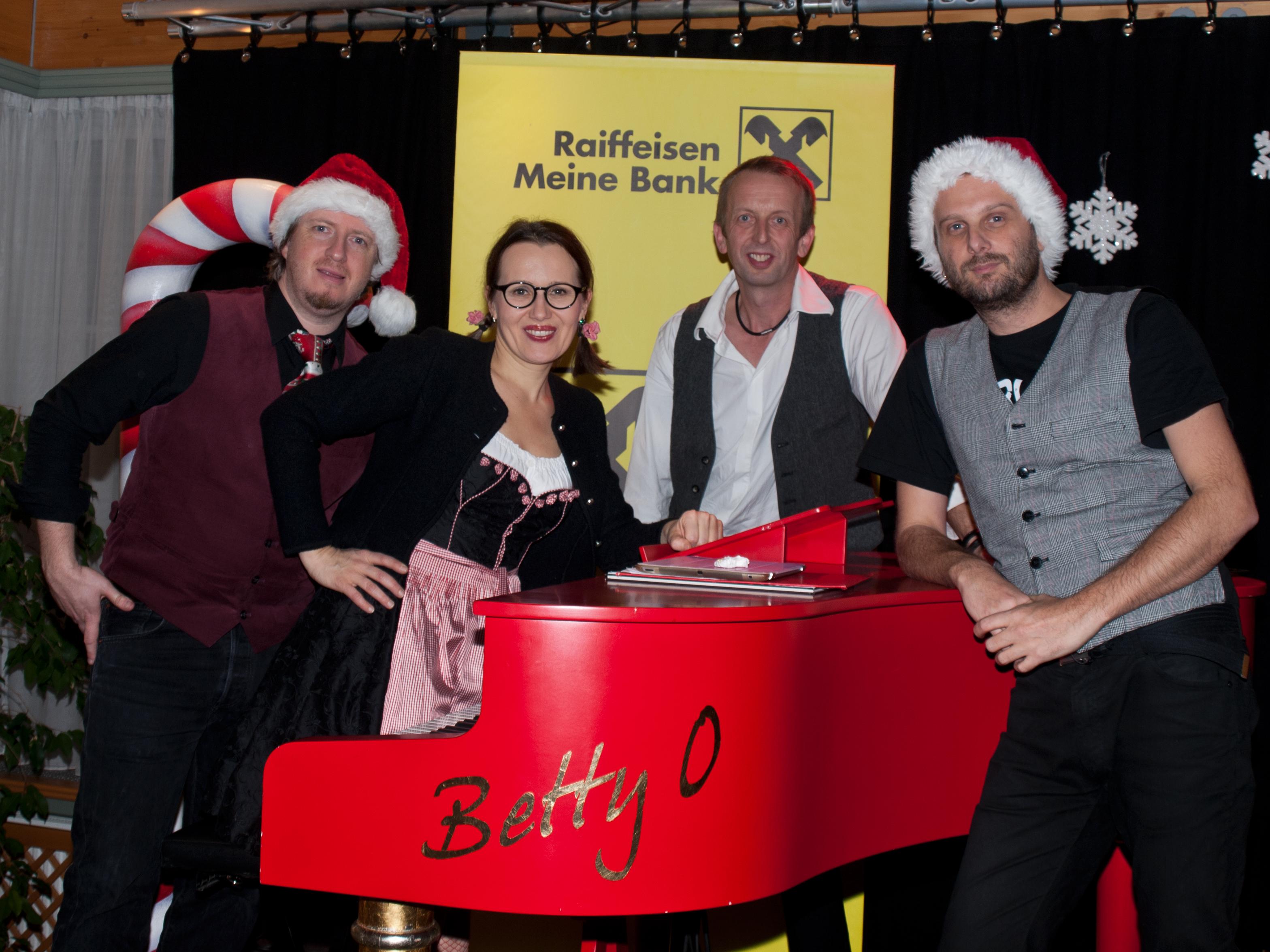 Roland, Betty, Sepp und Toti am Betty O Klavier