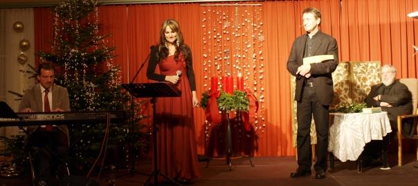 Christa Fartek und Franz Schwingenschlögl auf der Weihnachtsbühne